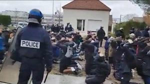 رفتار ناشایست پلیس فرانسه با دانشآموزان معترض +فیلم