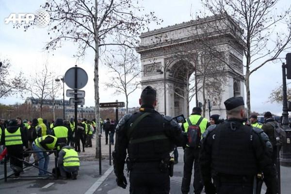 چهارمین شنبه اعتراضات ضددولتی فرانسه/ پاریس میدان جنگ شد+ تصاویر
