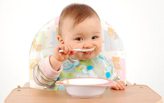 غذای کمکی به کودک را از چه ماهی شروع کنیم؟