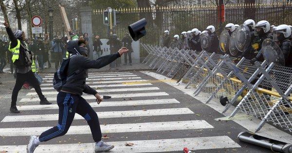 چهارمین شنبه اعتراضات ضددولتی در فرانسه/ پاریس میدان جنگ شد+فیلم و عکس