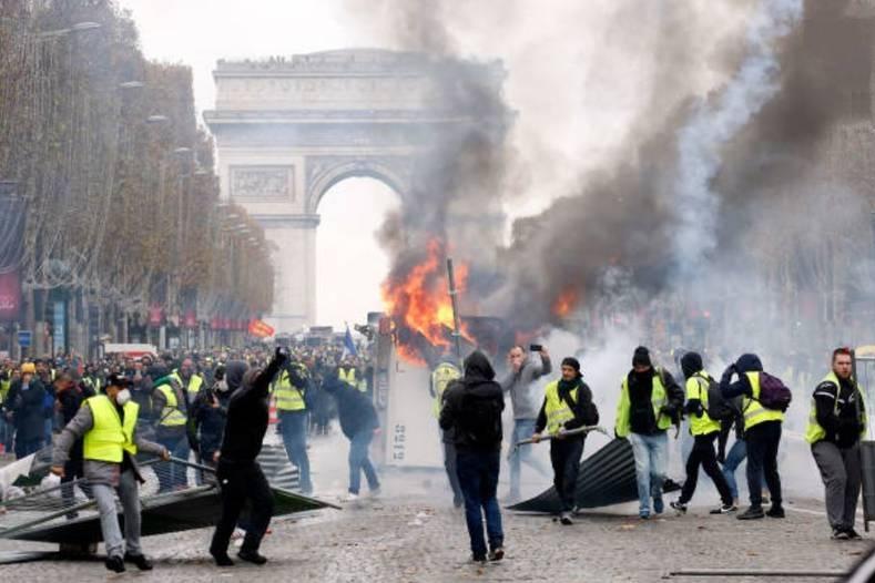 افزایش زخمیهای اعتراضات ضد نظام سرمایه داری در پاریس