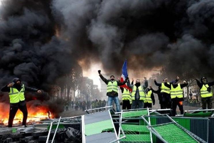 کارشناس مسائل امنیتی: احتمال گسترش اعتراضات فرانسه به سراسر روزهای هفته است
