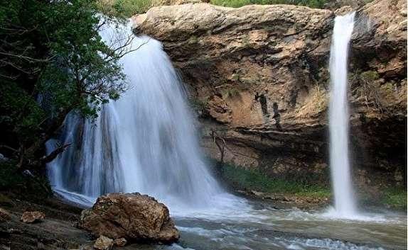 """باشگاه خبرنگاران -سرازیر شدن آبشار فصلی در """"آبریزک"""" + فیلم"""