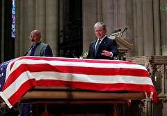 باشگاه خبرنگاران -تصاویر هفته: از مراسم تدفین جورج بوش پدر در آمریکا تا وقوع زلزله ۷ ریشتری در آلاسکا