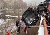 باشگاه خبرنگاران -نجات راننده کامیون پس از تصادف زنجیره ای + فیلم