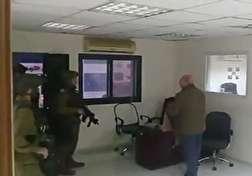 باشگاه خبرنگاران - یورش نظامیان رژیم صهیونیستی به ساختمان خبرگزاری رسمی فلسطین + فیلم