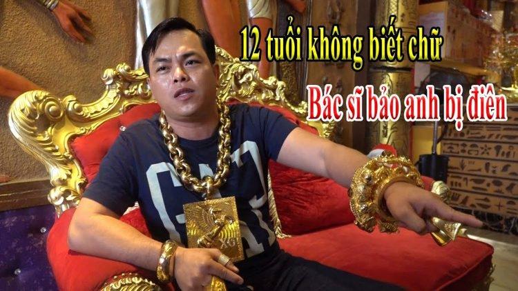خودنمایی مرد تایلندی با طلای 13 کیلویی! + فیلم//