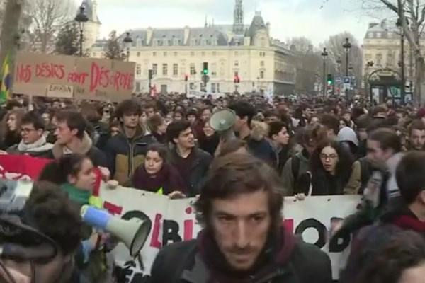 همراه شدن دانشآموزان و دانشجویان با جنبش اعتراضی فرانسه