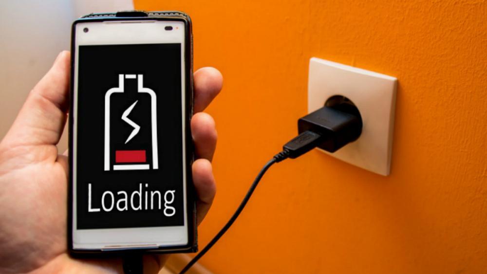 چرا وقتی موبایل در شارژ است نباید با آن کار کرد؟ +فیلم