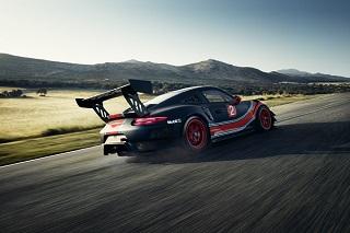 پورشه 911 GT2 RS Clubsport برای مسابقات بینالمللی آماده میشود +تصاویر