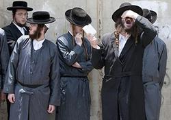 امر به معروف خاخام یهودی با استفاده از سلاح سرد + فیلم