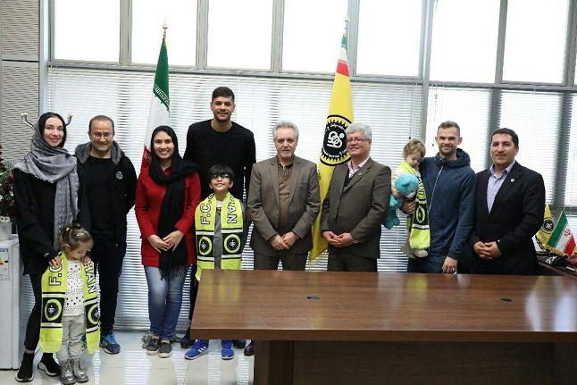 باشگاه سپاهان از دو بازیکن خارجی خود و خانوادهشان تقدیر کرد + عکس