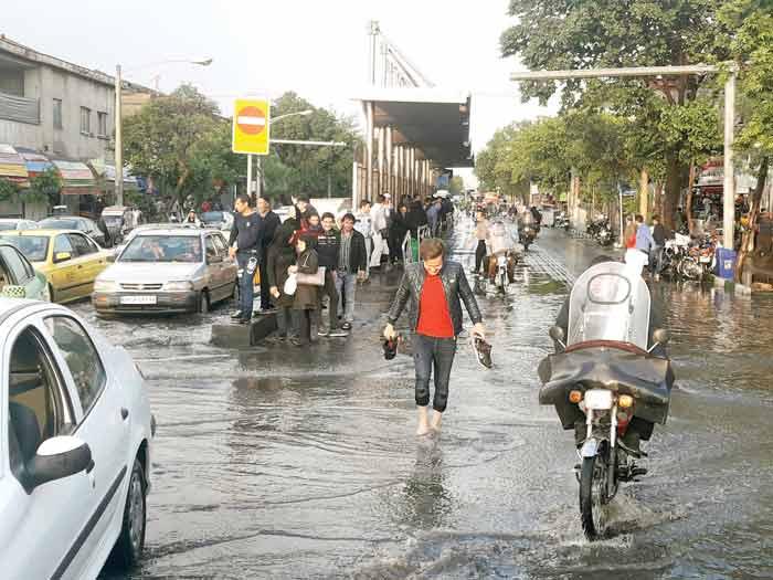 خیابانی که سطلی را در خود جای نداده / تجمع  زباله های بی سطل یکی از بزرگترین مشکلات شهروندان خیابان ولیعصر