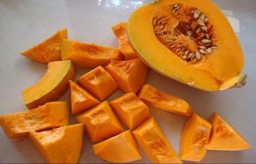 خوراکیهای اصلی شب یلدا + فواید و نکات سلامتى کدو حلوایى