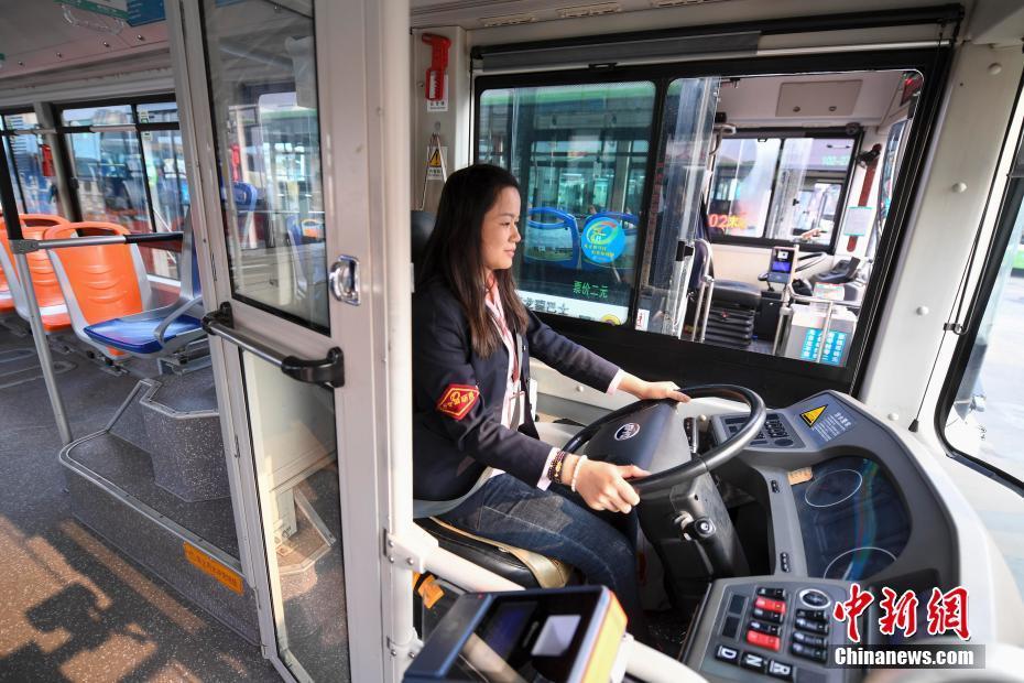 حمله مسافر به راننده اتوبوس در اتوبان! + فیلم//