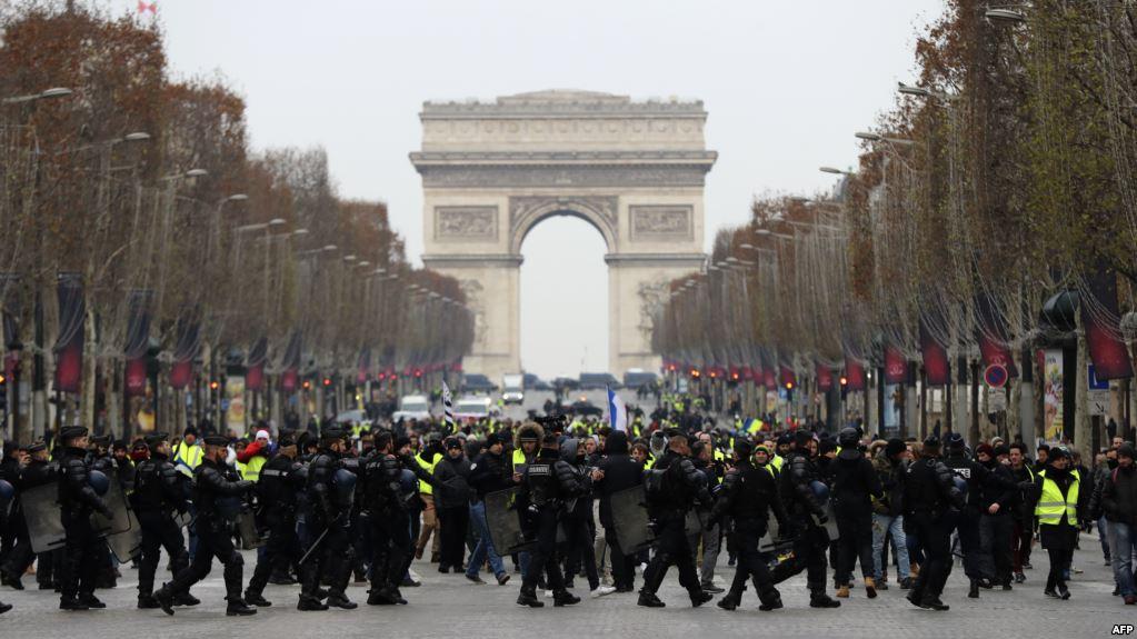 معترضان فرانسوی مجدداً به خیابانها آمدند/ پاریس چهره نظامی به خود گرفت+ تصاویر
