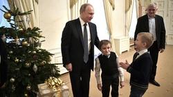 پوتین آرزوی کودک بیمار را برآورده کرد +فیلم و تصاویر