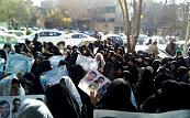 در تایید استعفای نمایندگان اصفهان؛ جمعی از مردم اصفهان در مقابل دفتر امام جمعه تجمع کردند