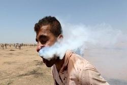 شلیک مستقیم گلوله گاز اشک آور به صورت جوان فلسطینی + فیلم