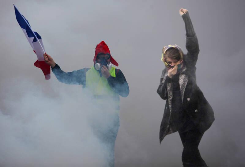 تفاوت پوشش خبری اعتراضات فرانسه و اغتشاشات ایران/ جستوجوگرهایی که نمییابند و اندیشکدههایی که نمیاندیشند! +تصاویر