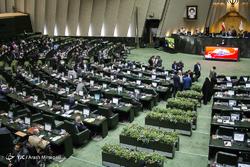 ورود حاشیهدار نمایندگان مستعفی اصفهان به صحن علنی/ نمایندگان سه استان دیگر در مجلس تحصن کردند