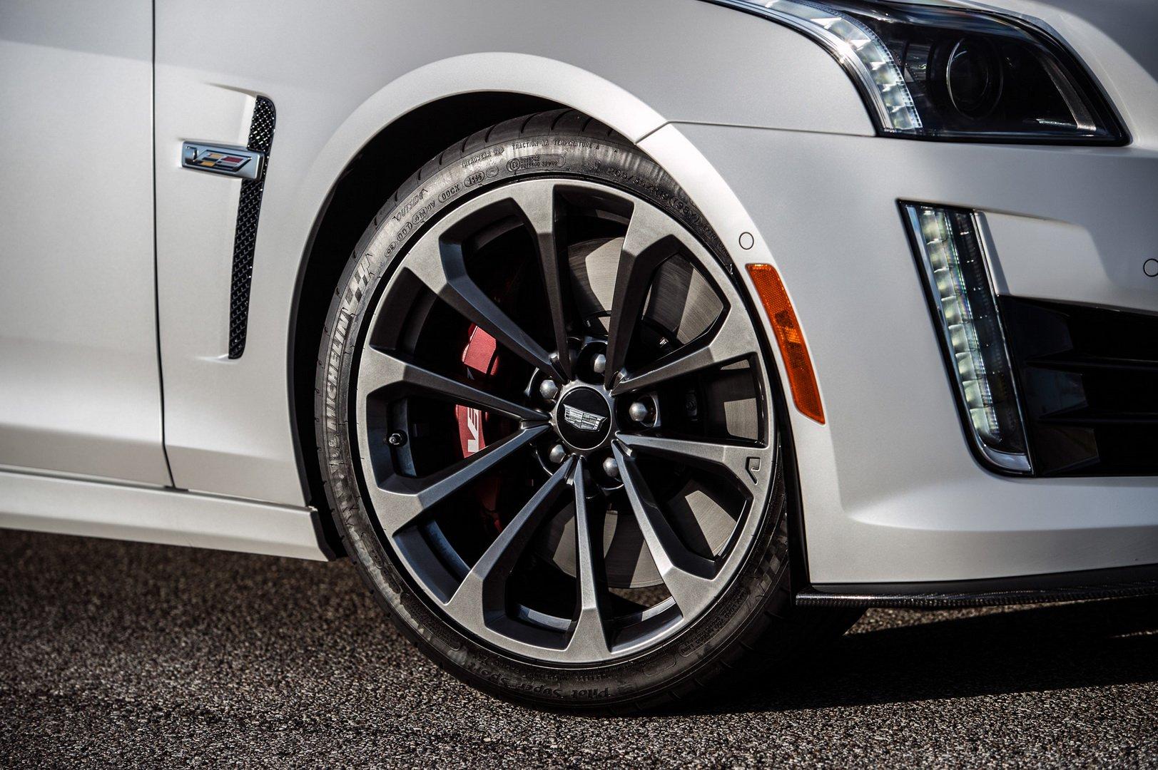 خودرو کادیلاک CTS-V با قدرت ۱۰۰۰ اسببخار عرضه می شود+تصاویر