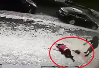 سقوط مرگبار قطعه یخ از طبق ۱۱ ساختمان بر سر زن جوان +فیلم