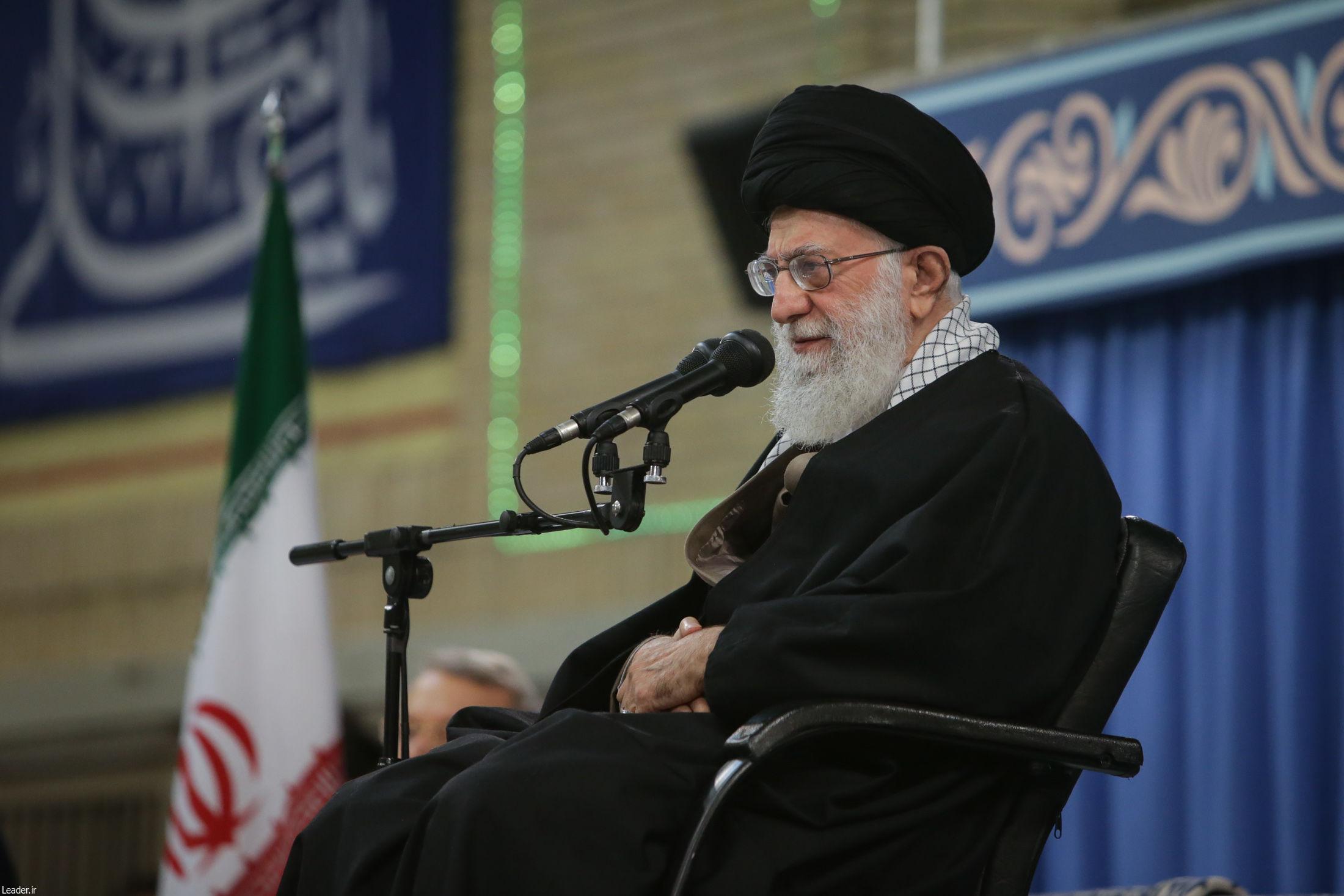 حساسیت آمریکا به منطقه ما بهخاطر گرایش ملتها به اسلام است/ هرجا اسلام حاکم شده، استکبار سیلی خورده است