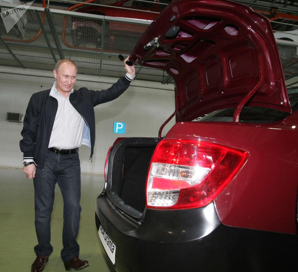 تصاویری از تمام خودروهای مورد استفاده «پوتین»