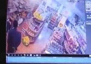 لحظه وقوع زلزله در یکی از فروشگاههای شهر اسلام آباد غرب +فیلم