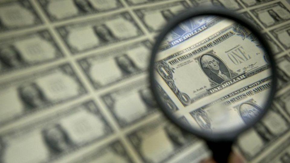 چرا باوجود شیب نزولی قیمت دلار، قیمتها پایین نیامد؟