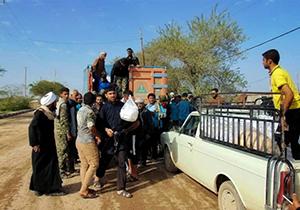 9674077 495 - توزیع کمکهای مردمی به سیل زدگان پراکنده و نامتناسب با نیازهاست