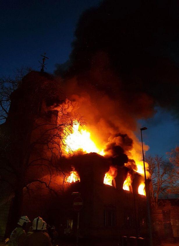 آتشسوزی در کلیسای ۲۳۰ ساله انگلیس + تصاویر