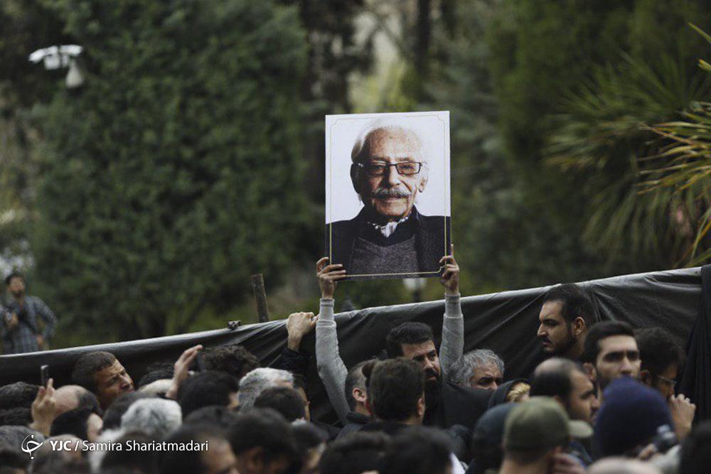 حضور گسترده مردم در آیین تشییع پیکر جمشید مشایخی/ هنرمندان با کمالالملک سینمای ایران وداع کردند   تصاویر
