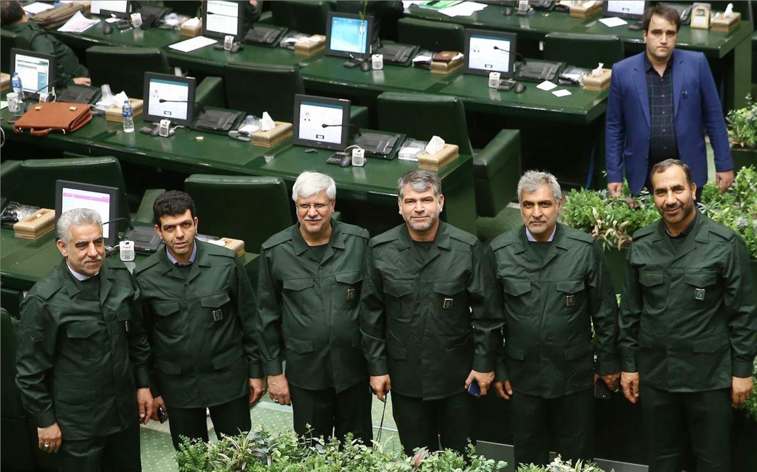 ماجرای پوشیدن لباس سپاه توسط نمایندگان مجلس چه بود؟