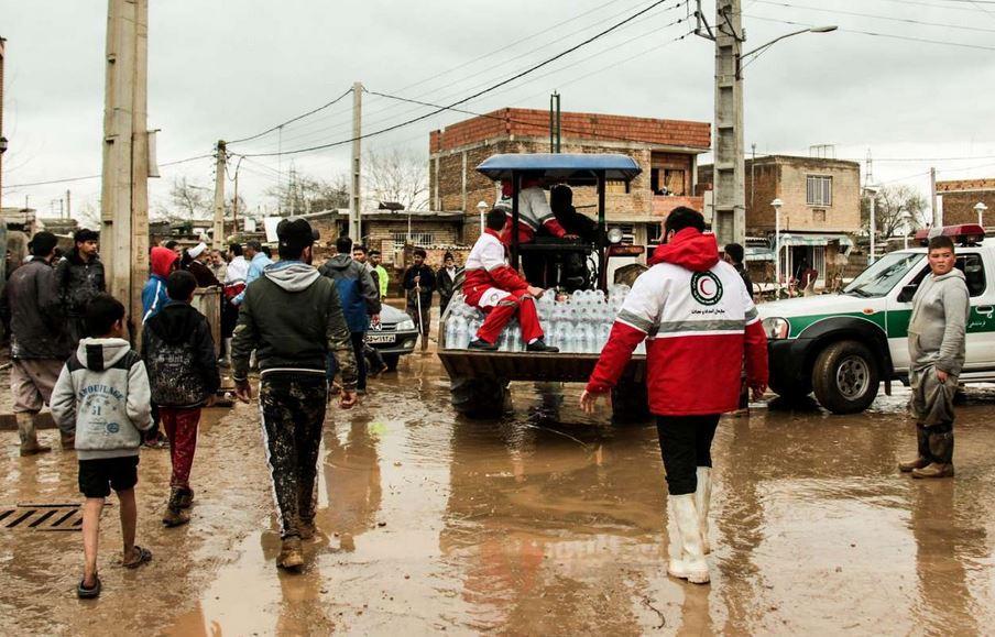 جمع آوری کمک های مردمی به سیل زدگان از طریق هلال احمر و کمیته امداد