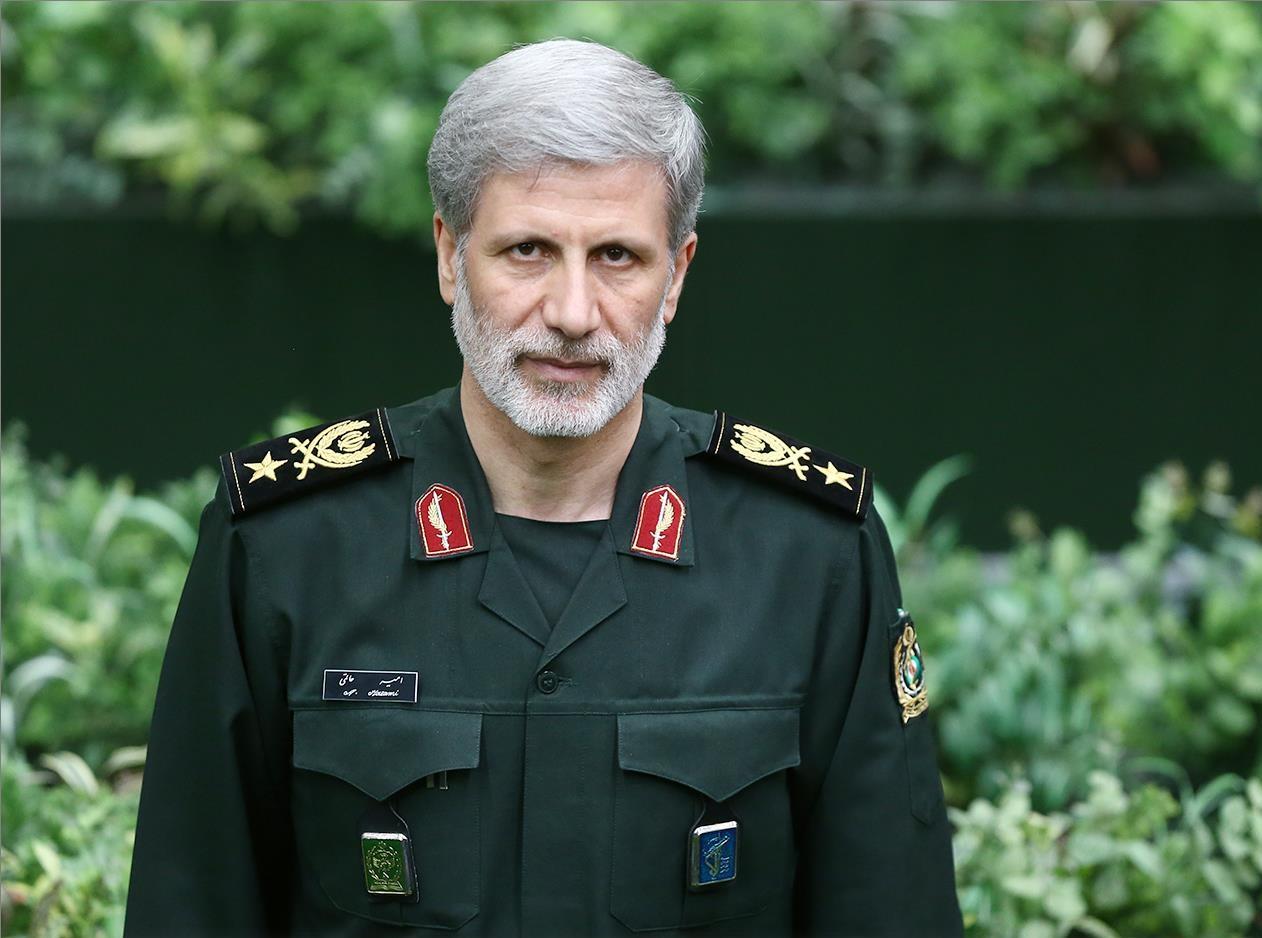 وزیری که با لباس سبز سپاه خود را به ساختمان بهارستان رساند/ واژهای که به جای «موزه لوور» در مجلس حاشیه ساز شد!