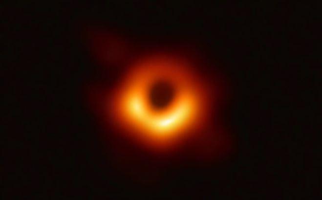تصاویر روز: از سیاه چالهای که به دام تلسکوپ دانشمندان افتاد تا اعتراض «کودپینگ» به سیاستهای جنگ افروزانه آمریکا