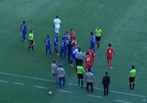 درگیری فیزیکی شدید بازیکنان فولاد - استقلال خوزستان در اواخر بازی + فیلم