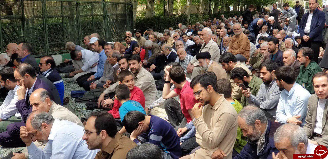 حضور بدون تشریفات آیتاللّه رئیسی در نماز جمعه +عکس