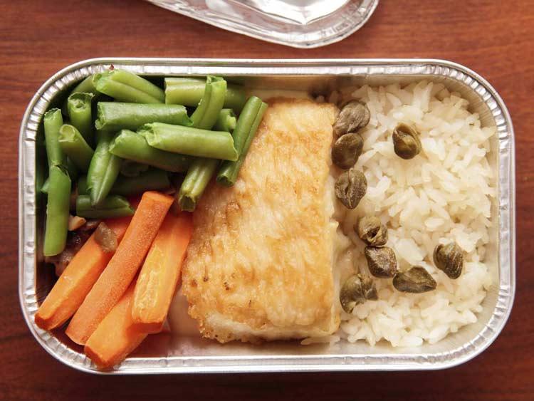 چرا غذاهای هواپیماها همیشه بی مزه اند؟