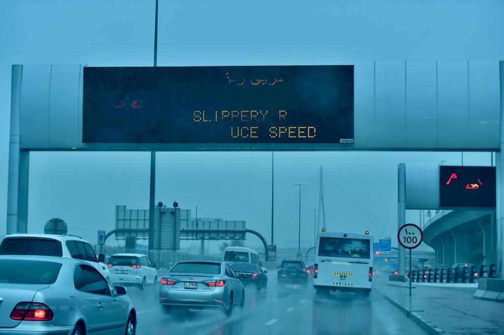 سیل به امارات متحده عربی رسید + فیلم و عکس
