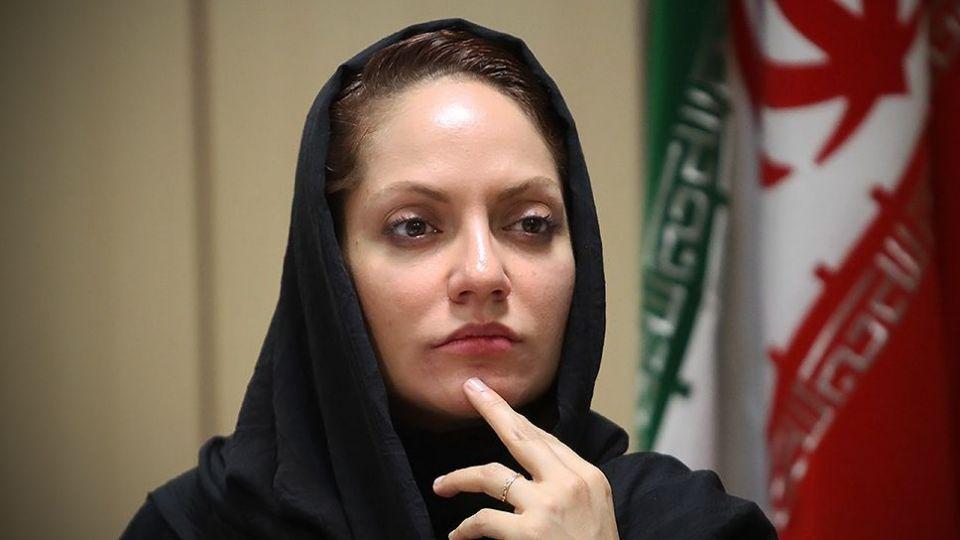 خانم افشار مگه ایرانی نیستی؟ بیل بگیر دستت برو کمک!