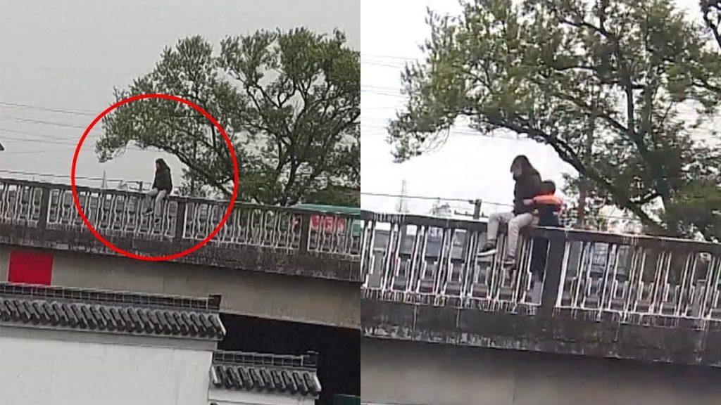نجات زن در حال خودکشی توسط راننده پیک موتوری! + فیلم////