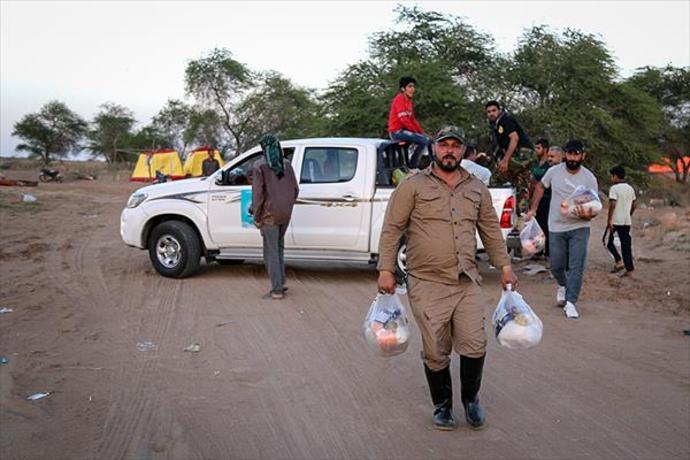 کمکرسانی کاروان مقاومت اسلامی نُجَباء عراق به سیلزدگان اهواز +تصاویر