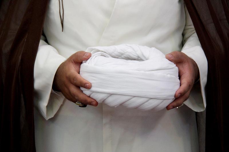 رمزگشایی از علت حضور روحانیون با «عمامه» در مناطق سیلزده