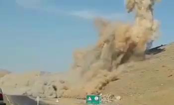 انفجارکنترل شده درمحور شازند_ ازنا صورت میگیرد