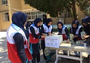 کانون دانش آموزی هلال احمر شهرستان یزد پیشرو در امر یاری رسانی به سیل زدگان