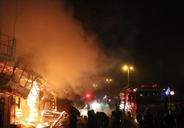 آتش سوزی یک واحد مسکونی و ۶ واحد صنفی در پیربازار رشت
