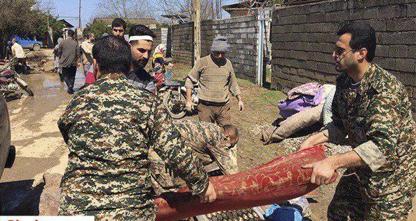 تصاویری دیده نشده از به غنیمت گرفتن وسایل مردم سیل زده توسط بسیج و سپاه+فیلم